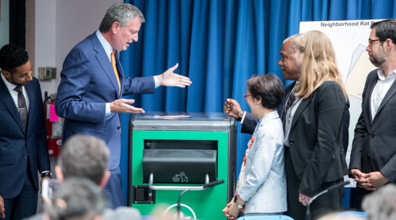 Mayor de Blasio with rat-resistant trash can